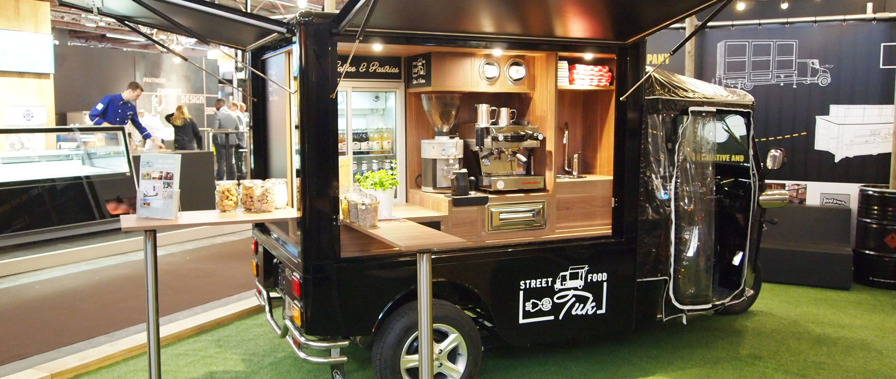 Bedenker en bouwer van o a maatwerk food trucks for Bar 96 food truck